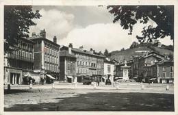 """CPSM FRANCE 38 """"Voiron, Place Maréchal Pétain"""" - Voiron"""