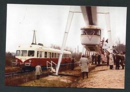 """Carte-photo Moderne """"Autorail X2800 Et Le Prototype De Métro Suspendu SAFEGE à Châteauneuf-sur-Loire 1960 - Train SNCF"""" - Autres Communes"""