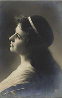 Portrait Jeune Femme Profil RV - Women
