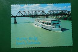 J10/ THE P S MURRAY RIVER QUEEN PASSES THROUGH MURRAY BRIDGE THE LARGEST SIDEWHEELPEDDLESPHIPIN AUSTR  AUSTRALIA OCEANIE - Andere