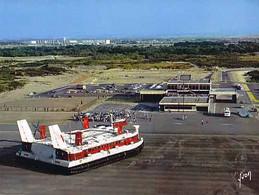 62 - CALAIS - L'Hovercraft Dans L'Hoverport  - CPM - Calais