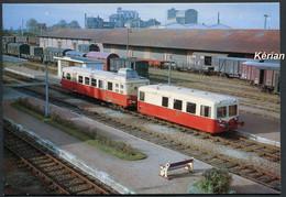 Pithiviers - Novembre 1963 - Un Autorail U 150 Et Sa Remorque Stationnent En Gare - N° 56 Publication AL - Voir 2 Scans - Treinen