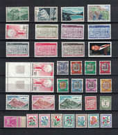 COTE 50€, LOT DE 35 TIMBRES NEUFS** MNH, ANDORRE. - Collections