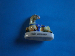 CHEVAUX DE PARADE - PONEY NORVEGIEN - GRAND MODELE FEVE BRILLANTE - Animales