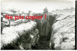 PHOTO ALLEMANDE - SOLDAT DANS UNE TRANCHEE DE SAINT MIHIEL PRES DE HANS SUR MEUSE  - GUERRE 1914 1918 - 1914-18