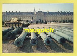 GUERRE 1939-45 / CHAR LECLERC DE LA LIBÉRATION DEVANT L'HÔTEL DES INVALIDES À PARIS - War 1939-45