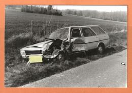 PHOTO ORIGINALE 1984 - ACCIDENT DE VOITURE PEUGEOT 504 BREAK - CRASH CAR - Auto's