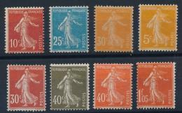 DX-579: FRANCE: Lot Avec Semeuses ** N°135-142-143-158-160-193/95 - 1906-38 Säerin, Untergrund Glatt