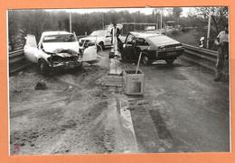 PHOTO ORIGINALE 1974 - ACCIDENT DE VOITURE RENAULT 12 Et RENAULT 15 - R 12 R 15 - CRASH CAR - Auto's
