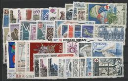 FRANCE ANNEE COMPLETE 1974 COTE = 40 € Neufs ** (MNH) Soit 47 Timbres (vendus à La Valeur Faciale 6,60 €). TB - 1970-1979