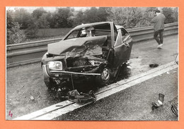 PHOTO ORIGINALE 1984 - ACCIDENT DE VOITURE FORD TAUNUS  - CRASH CAR - Auto's