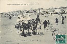 CPA 85 Vendée Promenade à Anes Sur La Plage Des Sables D'Olonne - Sables D'Olonne