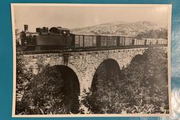 Locomotive Arezzo Fossato Di Vico - Photo Train Marchandises Viaduc - Italie Toscane Chemin Fer Loc Vapeur Breda 130 WW2 - Trains