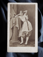 Photo CDV  Geiser à Alger  Femme Mauresque  Mains Croisées Sur La Nuque  Pantalon Bouffant  CA 1870 - L372 - Oud (voor 1900)