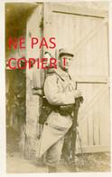 CARTE PHOTO FRANCAISE - BEAU POILU DU 322e RIT AU CAMP OTTAWA A PLAILLY PRES DE SENLIS - CHANTILLY OISE GUERRE 1914 1918 - Guerra 1914-18