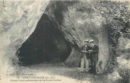 CPA 17 Charente Maritime Saint Porchaire Grande Grotte Préhistorique De La Roche Courbon - Otros Municipios