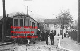ReproductionPhotographie Ancienne De Personnes Posant Près D'un Tramway Des Alpes Maritime à Vence - Reproductions