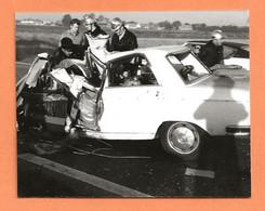 PHOTO ORIGINALE 1972 - ACCIDENT DE VOITURE PEUGEOT 304 - CRASH CAR - Auto's