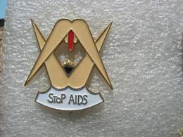 Pin's D'une Partie De Jambes En L'air. Stop Aids - Pin-ups