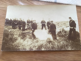 Carte Photo De Soldats Français Tirant Avec Des Petits Canons 1914-18 - 1914-18