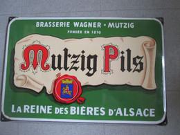 Plaque Emaillee Ancienne Biere Mutzig. Superbe Etat. - Liqueur & Bière