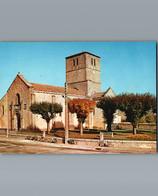 16 - Charente - Confolens - Cpm - Eglise St Barthélémy -Diverses Mobylettes Devant Le Mur - Confolens