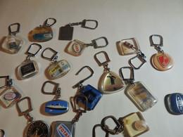 PORTE CLEFS EN LOT 44 BOURBON ET 58 AUGIS - Key-rings