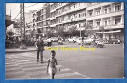Photo Ancienne Snapshot - CAMBODGE / CAMBODIA - Automobile , Tricycle & Moto - Phnom Penh ? - Garçon Enfant Ville City - Cars