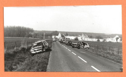 PHOTO ORIGINALE - ACCIDENT DE VOITURE PEUGEOT 504 BREAK PEUGEOT 104 - CRASH CAR - Auto's
