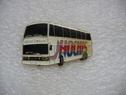 Pin's D'un Bus, Autobus Des Voyages HOCHI'S à Rorschach En Suisse (Canton De St. Gallen) - Trasporti