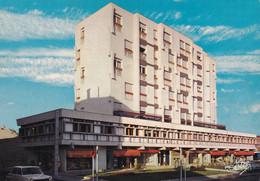 33, Langon, Immeuble Leclerc Avec Ses Jolis Magasins - Langon