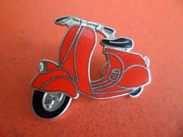 Pins émail - Moto Scooter Scouter  Vespa - Signé Demons Et Merveilles - Motorbikes
