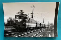 Locomotive SNCF BB 9282rouge Capitole - Photo Train Pas Capitole !- 1975- France Gare BB 9200 Savigny Orge Essonne 91 - Trains