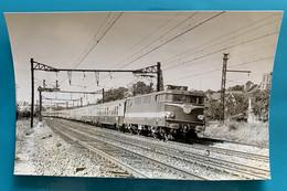 Locomotive SNCF BB 9278 Capitole - Photo Train L'Aunis Paris La Rochelle - 1971 - France Essonne 91 Athis Mons BB 9200 - Trains
