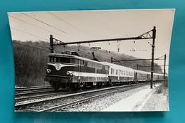 Locomotive SNCF BB 9278 Rouge Capitole - Photo Train Pas Capitole !- 1973 - France Lardy Essonne 91 BB9200 9200 SO - Trains