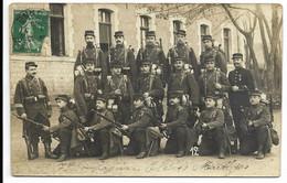 """89-AUXERRE-CARTE PHOTO-Groupe De Militaires De La 7e Compagnie """"Elèves Martyrs""""...1908  Animé - Auxerre"""