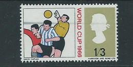 QE2 Sg695   Wiper Blade  Flaw  Through The Heads Of Footballers - Variedades, Errores & Curiosidades