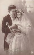 Carte Photo Couple De Mariés, Wedding Couple, Pair, Sinceres Félicitations (pk77840) - Marriages