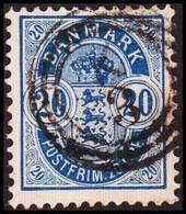 1904. DANMARK. Coat-of Arms. Large Corner Figures. 20 Øre Blue. Perf. 12 3/4. With Va... (Michel 36B) - JF415181 - Oblitérés