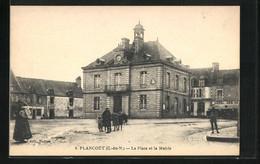 CPA Plancoet, La Place Et La Mairie - Plancoët