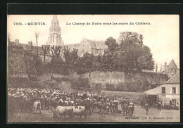 CPA Quintin, Le Champ De Foire Sous Les Murs Du Château - Quintin