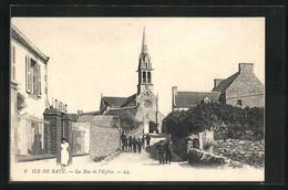 CPA Ile De Batz, La Rue De L`Eglise, Vue De La Rue - Ile-de-Batz