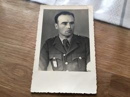 Carte Photo D'un Soldat Français Prisonnier Avec écusson Francisque 1940-45 - 1939-45