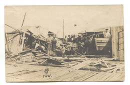 Unidentified Disaster - Buildings Wrecked By Storm, Explosion Or Earthquake - Military Or Naval Men - Old Postcard - Rampen