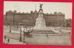 CARTOLINA NV REGNO UNITO - LONDON - Buckingham Palace And Victoria Memorial - Ed. J.J. Corbyn - 9 X 14 - Buckingham Palace