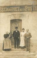 CARTE PHOTO - Une Famille Et Le Chien- Devant L'estaminet De La Poste - To Identify
