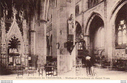 D22  TREGUIER  Statue Et Tombeau De Saint Yves - Tréguier