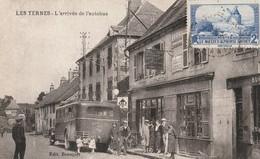 15 LES TERNES Arrivée Autobus Chaudesaigues Devant Café Bousquet - Other Municipalities