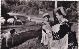 29.  SPEZET . RARETE. LES BERGERES. AVEC AGNEAU ET CHIEN EPAGNEUL.  ANNÉE 1954 + TEXTE - Other Municipalities