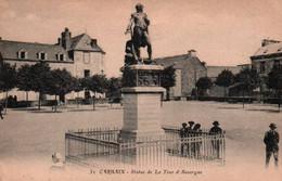 CPA - CARHAIX - Statue De La TOUR D'AUVERGNE - Edition Artaud & Nozais - Carhaix-Plouguer